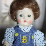 Мальчик из жесткого пластика Karen от Block Doll Corporation 1950-е с ходячим механизмом