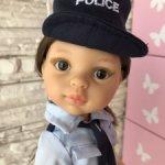 Кэрол полицейский с тёмными волосами, карими глазами от Паола Рейна(Paola Reina)