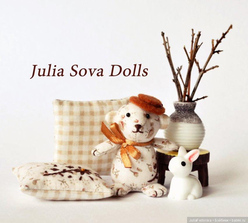 Мишутка и подушечки с вышивкой для кукол