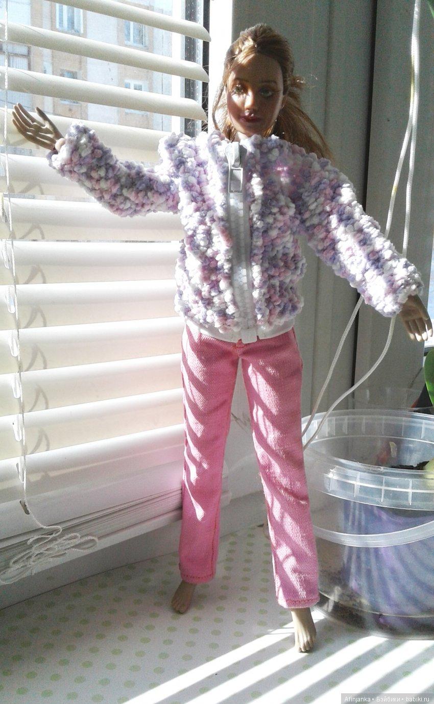 Бомбер из букле на молнии и розовые джинсы