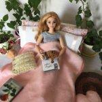 Плед, подушки и коврик для кукол формата Барби