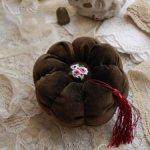 Игольница ручной работы с вышивкой Рококо