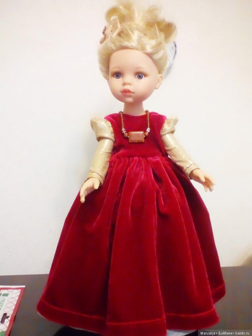 красное, бархатное платье с золотыми рукавами