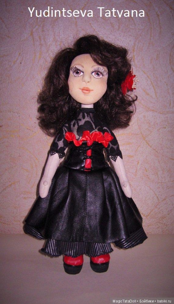 Кукла с объемным лицом и съемной одеждой