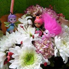 Букашки в цветочной корзинке