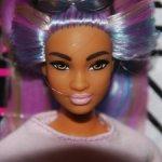 Барби фашионистас с розово-сиреневыми волосами , пышка