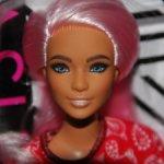 Барби фашионистас №151 с розовыми волосами