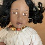 Темнокожая фарфоровая кукла 46 см