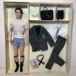 Кен Силкстоун с набором одежды и аксессуаров, Fashion Insider Ken Doll Giftset, Silkstone