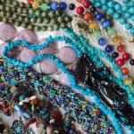 Украшения из натуральных камней и кожи, для изготовления украшений куклам, творчества