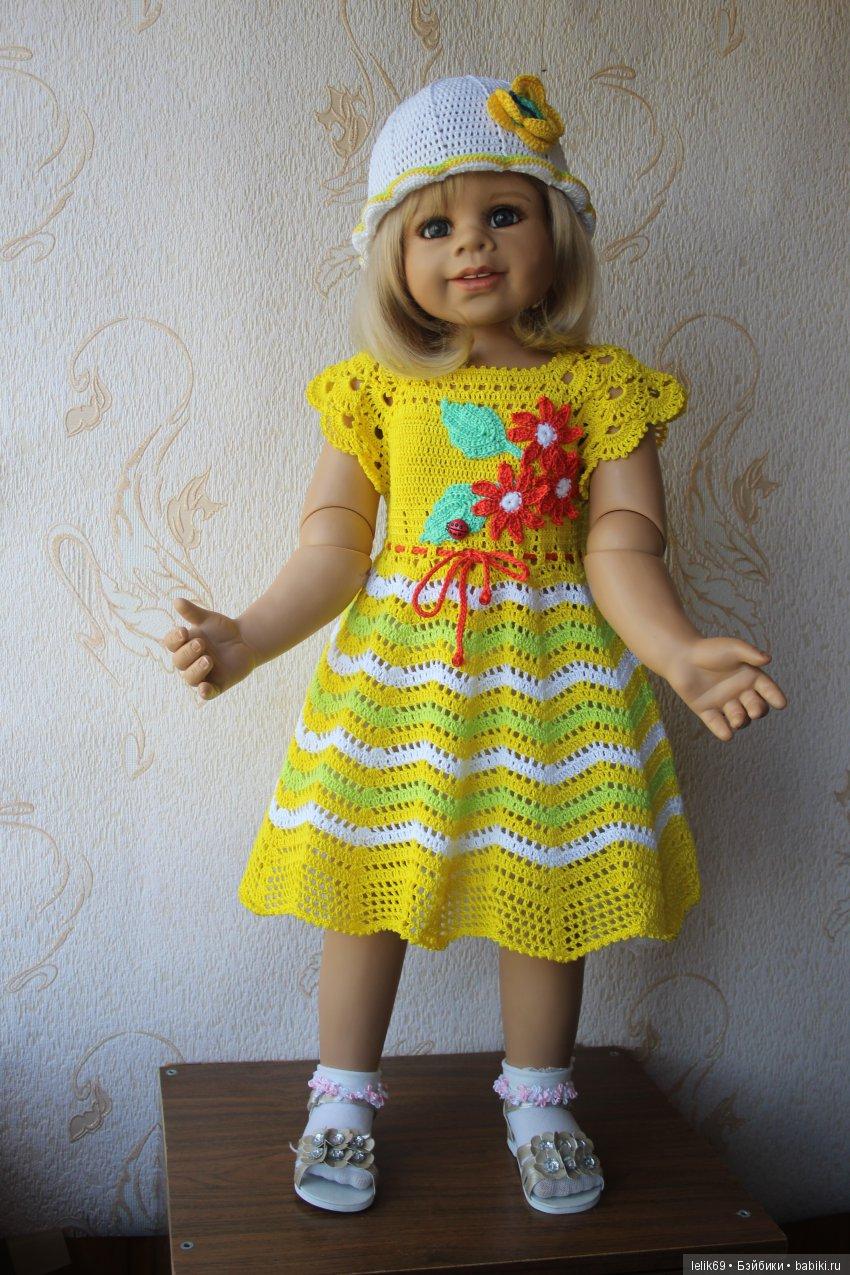 Это Сарочка, моя модница. Платьице связано мной, яркое как солнышко.
