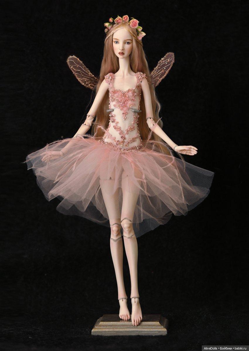 Сильфида Роуз. Коллекционная шарнирная кукла из фарфора.Участвовала в экспозиции  Русские сезоны на выставке Искусство куклы 2019. Кукла в образе крылатой девы Сильфиды из одноименного балета М. Фокина