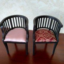 Авторские кресла из дерева с шелковой обивкой