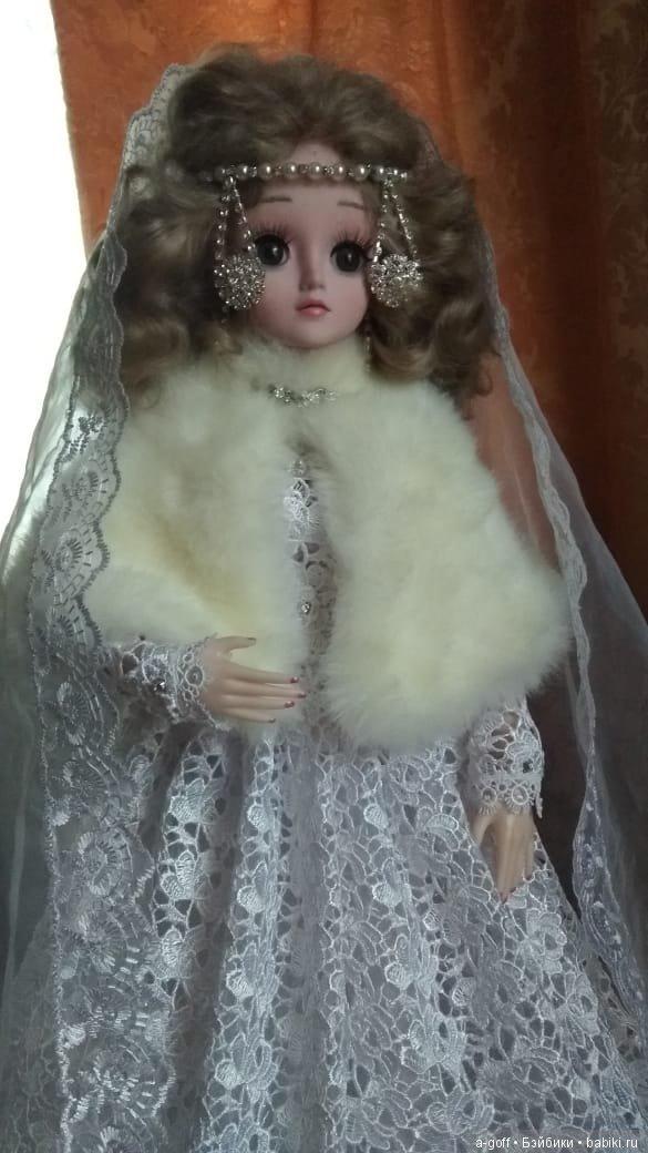 Кукла в полном одеянии невесты