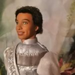 Красивый смуглый принц с ямочками на щеках и прошитыми волосами, Лебединое озеро