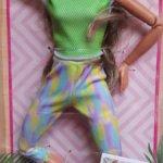 Барби безграничные движения.Новинка в зеленом топе.