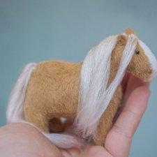 Мой чудесный пони, а еще выкройка, по которой я его сшила:)