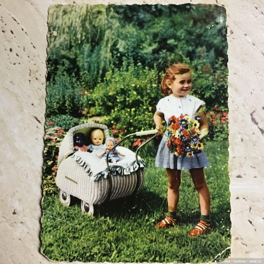 Анечка,а мы,может и не в темку,но - ну ооочень хочется показаться не фоточкой,а открыточкой 1965 года,которую папа прислал маме с комсомольской стройки...Я все детство любовалась ею и втайне завидовала этой счастливой девочке за такое богатство..родителей уже нет..,а я все чаще рассматриваю открыточку,которая старше меня..улыбаюсь с ностальгией по беззаботному детству,а как мы радовались каждому пупсику или куколке(а было то ихкогда мы были такие маленькие,а родители такие молодые...Спасибо тебе за топик.!!!