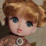 Голубоглазая куколка,губки бантиком из подарочной серии.