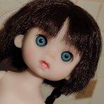 Шарнирная голубоглазая куколка,косички,зубки.