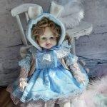 Продам авторскую коллекционную будуарную куклу из фарфора