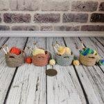 Миниатюрная корзиночка с вязанием