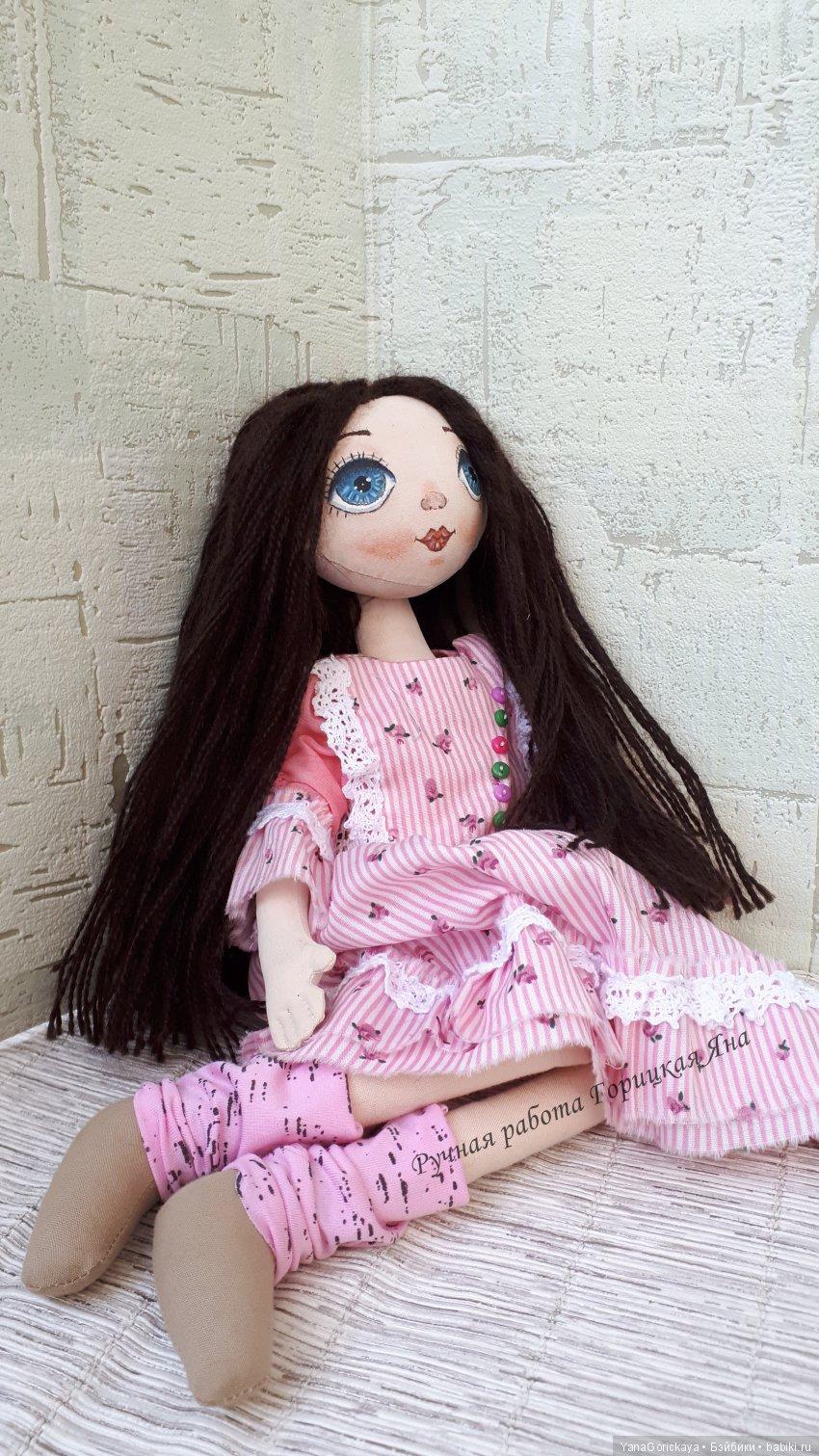 Кукла игровая, Лицо расписано акрилом, закреплено лаком, волосы из шерсти, можно делать несложные прически, одежда снимается.