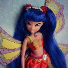 Муза - милая синеволосая девочка