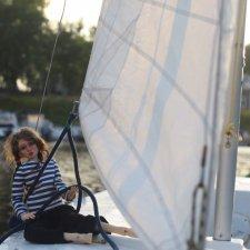 Мариса поднимает паруса