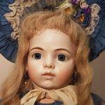 Красавица Bru Jne от Мими Марчант в аутфите из антикварных материалов