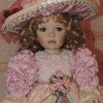 Фарфоровая кукла Pink Promenade