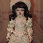 Реплика антикварной куклы Брю
