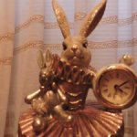 Статуэтка - шкатулка Кролик с часами