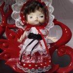 Кукла Хиаоми Монст в костюме Красной Шапочки