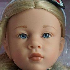 Ноэль (Noelle) с голубыми стеклянными глазами