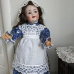 Платье и фартучек для антикварной куклы