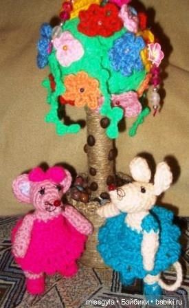 """Мышаринки под """"деревцем""""- топиарий с вязаными цветочками"""