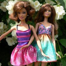 Фото сессия кукол Барби на природе