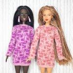 Вязаное розовое платье для куклы Барби