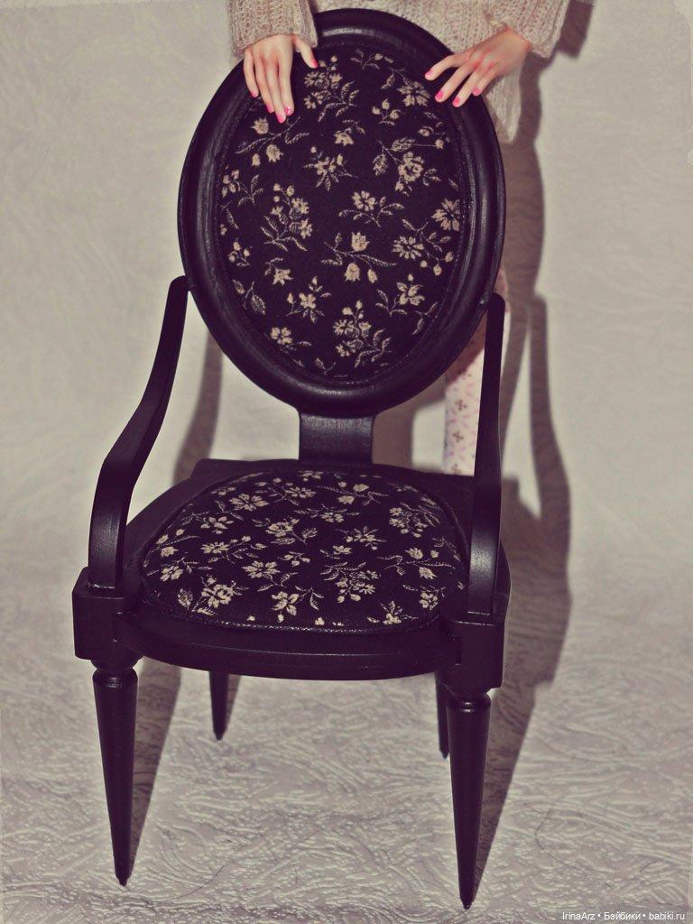 Кресло 1/6 черное с черной обшивкой.