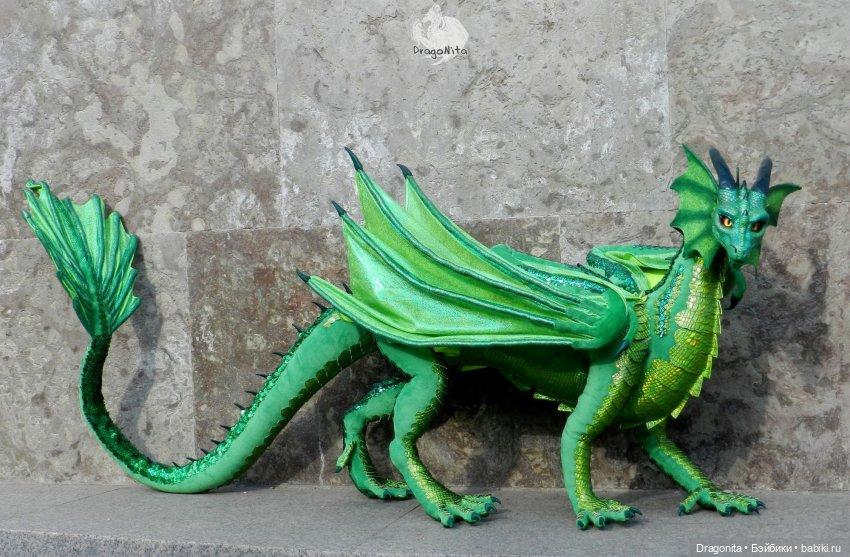 Изумрудный дракон Фрида Флэйм. Длина более 2 метров
