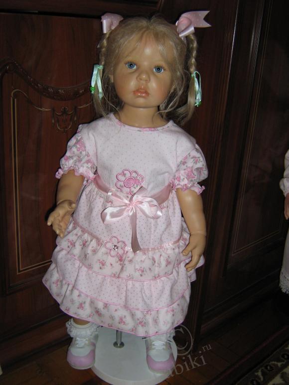Сегодня продолжили переодеваться в летние одежды - такие модницы! Мои любимые куклы