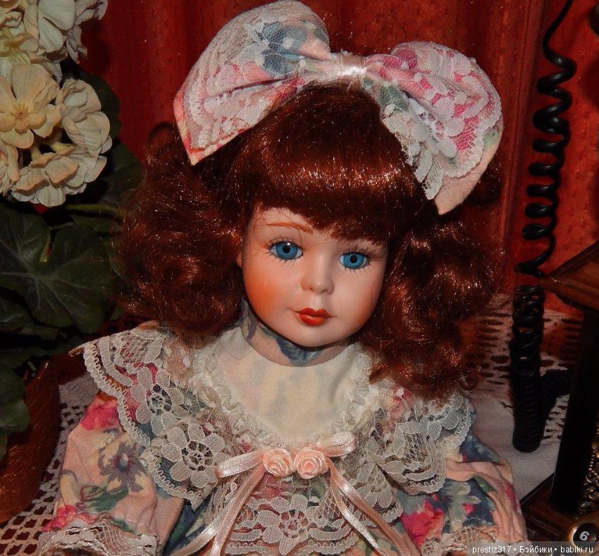 одна кукла старых времен загородной виллы