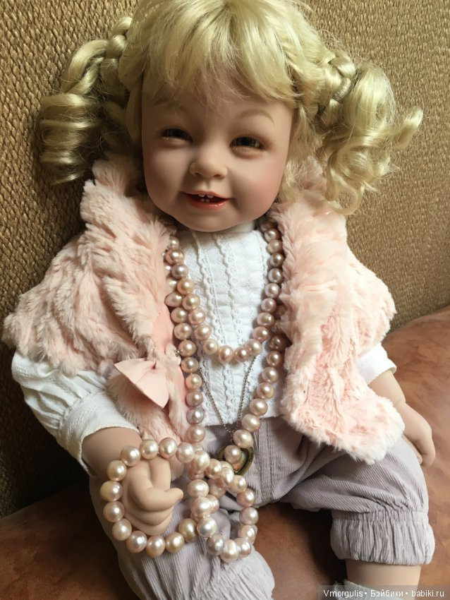 Картинка кукла с бусами