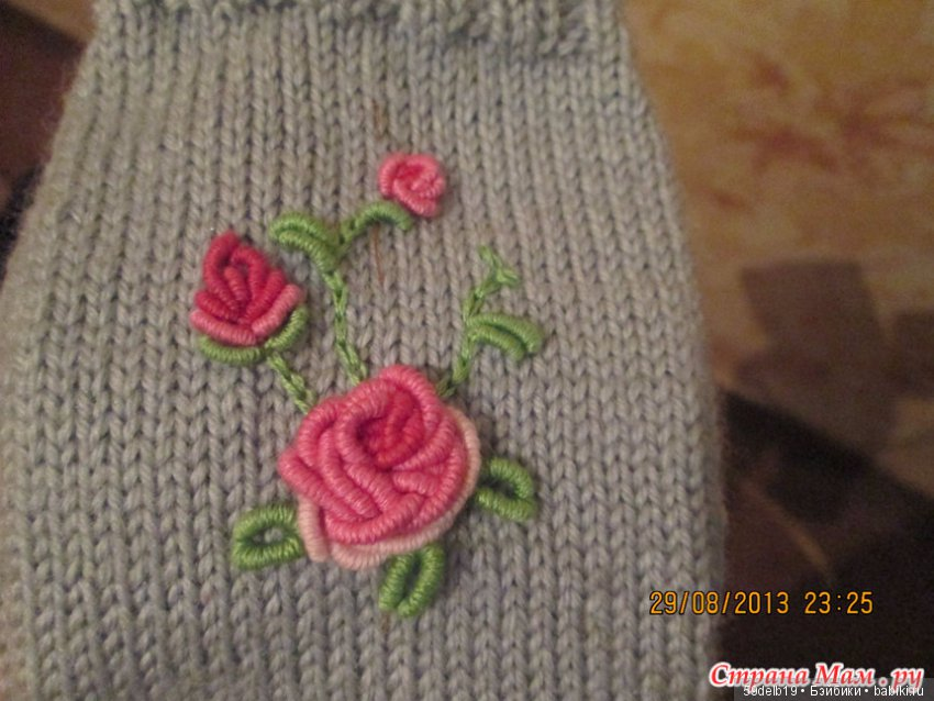 Розы на вязаных изделиях